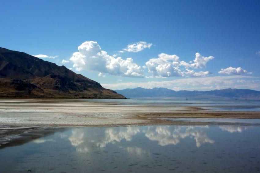 Большое солёное озеро фото